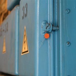 Plombe mit Knotenkammer aus Kunststoff, orange mit Plombendraht