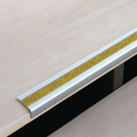Nez de marche antidérapants en aluminium jaune public - Puissance 3