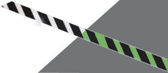 Signalisation au sol photoluminescente en bandes pour marches