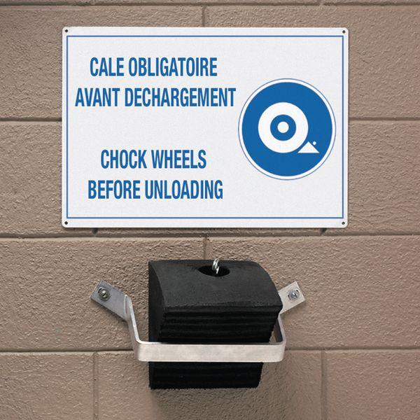Kit bilingue cale de roue obligatoire avant déchargement avec fixation, cale et panneau