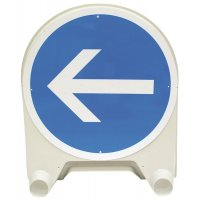 """Tijdelijke gebodsborden """"Verplicht naar links afslaan voor het bord"""""""