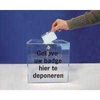 Transparante doos met gleuf - Gelieve uw badge hier te deponeren