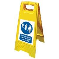 Kit van A-bord met sticker - Bewaar de afstand in de wachtrij