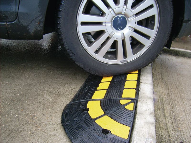 Bevestigingen voor rubberen oprijplaat voor zware ladingen