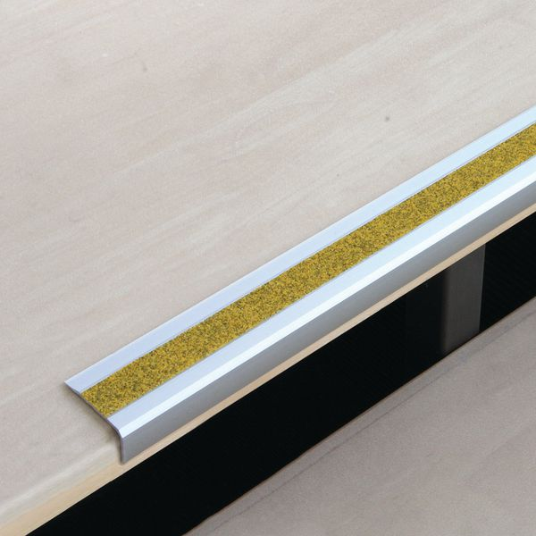 Slipvaste, aluminium traprand in Public Yellow