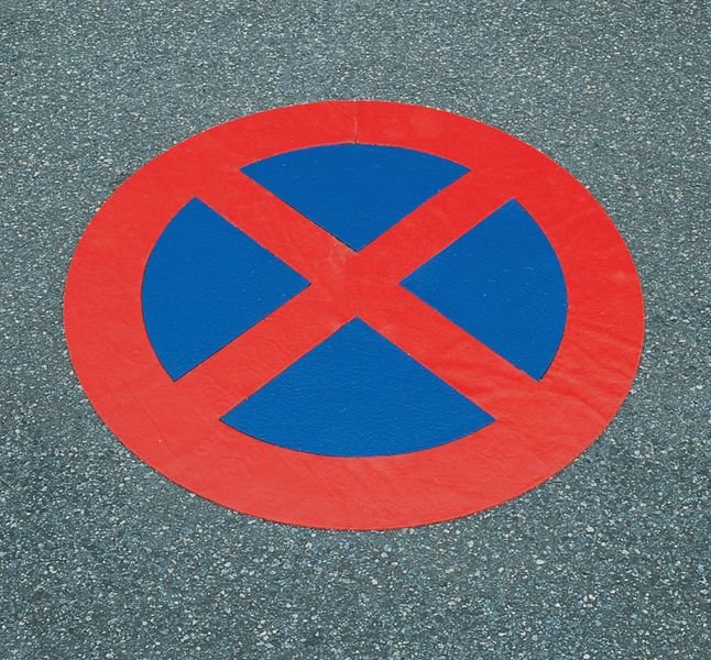 Absolutes Haltverbot - PREMARK Straßenmarkierungen, Verkehrszeichen