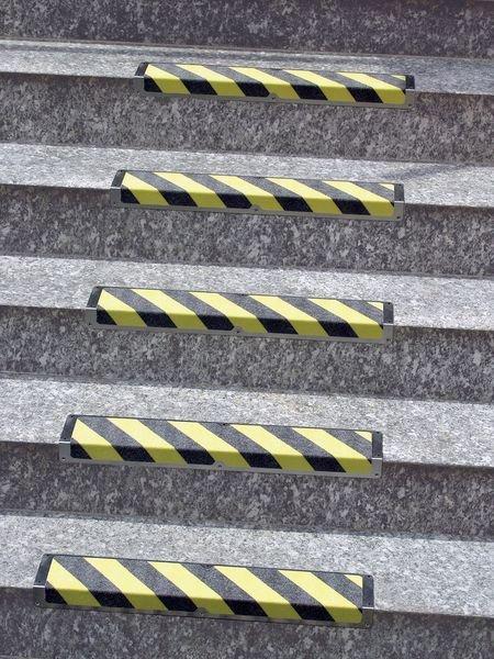 Antirutsch-Treppenprofile, mit Warntext, R13 gemäß DIN 51130/ASR A1.5/1,2
