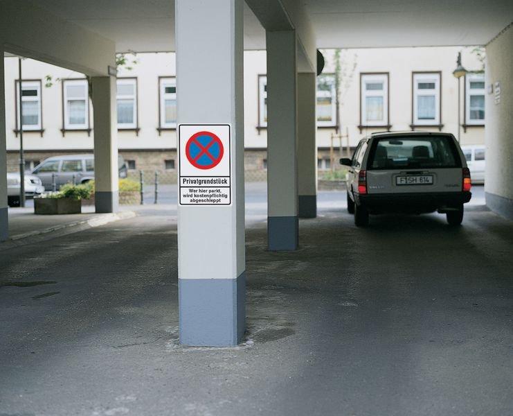 Absolutes Haltverbot/Privatparkplatz – PREMIUM Parkverbotsschilder, vandalismussicher