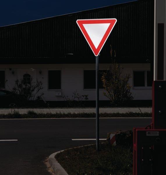 Halt! Vorfahrt gewähren - Verkehrszeichen für Deutschland, retroreflektierend, StVO