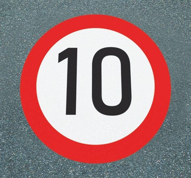 Höchstgeschwindigkeit 10 – Asphaltfolie zur Straßenmarkierung, R10 gemäß DIN 51130/ASR A1.5/1,2