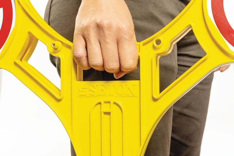 Warnung vor Rutschgefahr - SETON Warnaufsteller 360 mit Warnzeichen nach EN ISO 7010 - Absperrungen und Sicherheits-Aufsteller