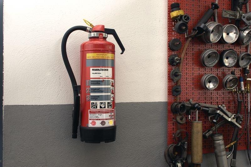 Feuerlöscher-Prüfkennzeichnung - Grundplakette mit Text und Logo nach Wunsch gemäß BGR 133
