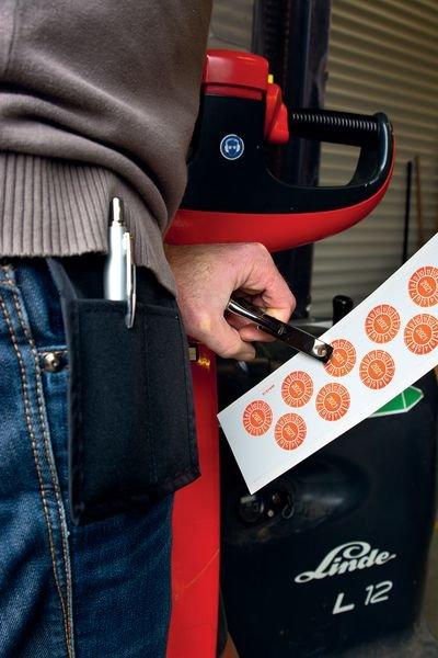 Lochzange mit Tasche für Prüfplaketten - Auszeichner und Etikettenzubehör