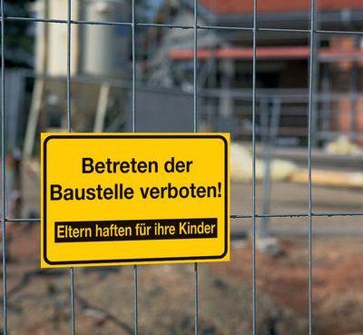 """Hinweiszeichen """"Betreten verboten"""""""