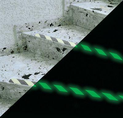 Langnachleuchtende Warnstreifen für Treppenstufen