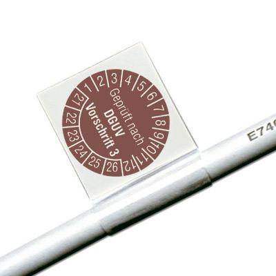 Kabelprüfplakette mit Standard-Text als Fahne an einem Kabel