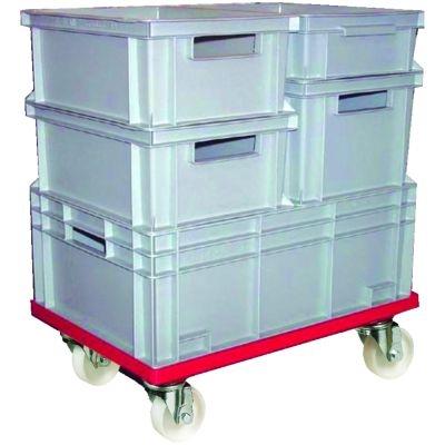 Gestapelte Multiboxen auf Transportroller