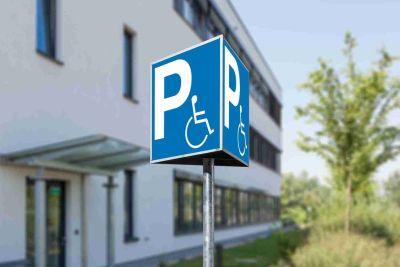 Parkschild-Dreieck Behindertenparkplatz