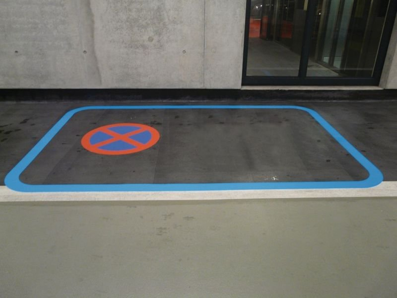 Getrennter Rad- und Gehweg - Asphaltfolie zur Straßenmarkierung, R10 nach DIN 51130/ASR A1.5/1,2 - Parkplatzmarkierung