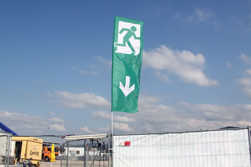 Ausgang - Bauzaun- und Containerfahnen im Großformat