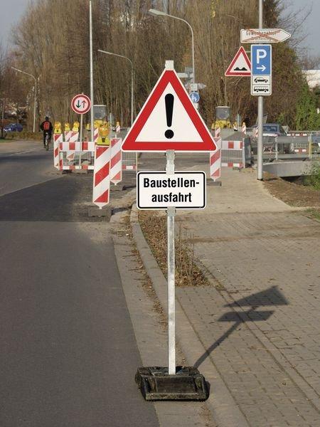 Universal-Klemmschelle für Verkehrsschilder-System, mobil - Zusatzzeichen