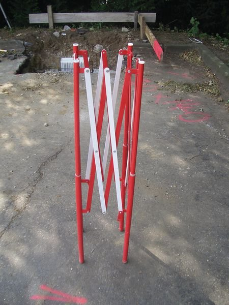 Stahl-Absperrbarrieren, quadratisch - Absperrungen und Sicherheits-Aufsteller