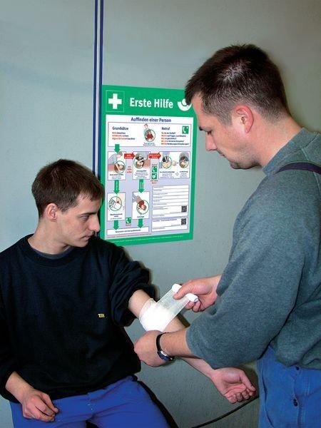 Erste Hilfe bei Unfällen in der Galvanotechnik - Berufsgenossenschaftliche Aushänge