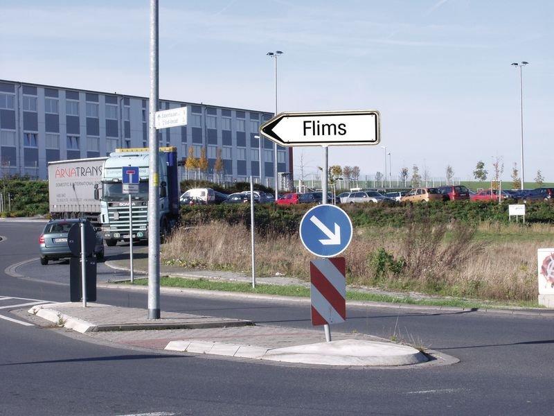 Wegweiser für Nebenstrassen mit Text nach Wunsch, für die Schweiz - Zusatzzeichen