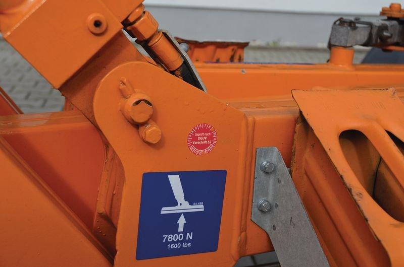 Geprüft gemäß DIN EN 15635 DGUV Regel 108-007 - Grundplaketten nach DGUV, fälschungssicher - Prüfplaketten