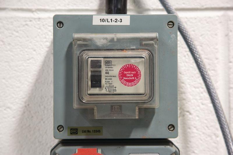 Leitern und Tritte Geprüft gemäß DGUV - Grundplaketten nach DGUV, fälschungssicher - Grundplaketten