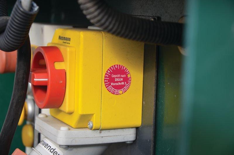 Leitern und Tritte Geprüft gemäß DGUV - Grundplaketten nach DGUV, fälschungssicher