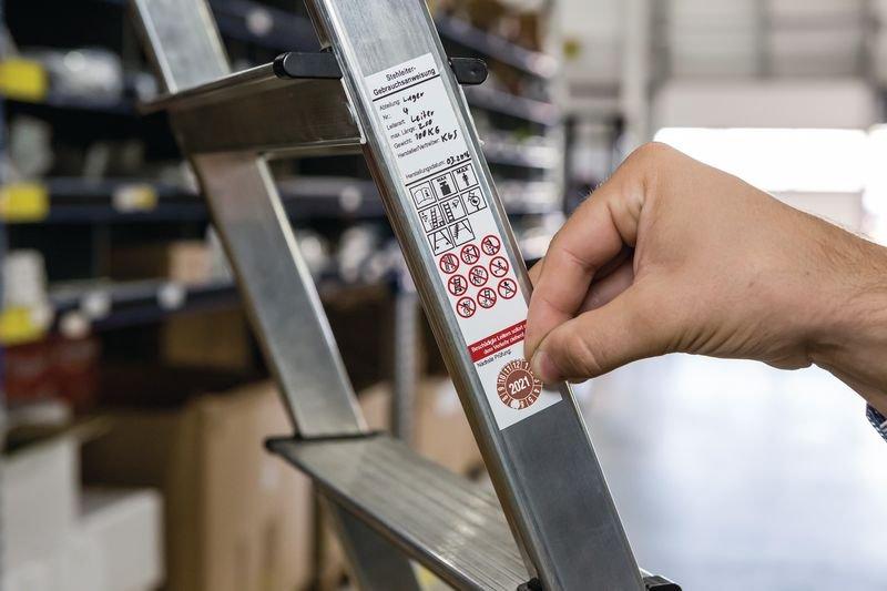 Gebrauchsanweisung für Stehleitern, DGUV Information 208-016 - Grundplaketten