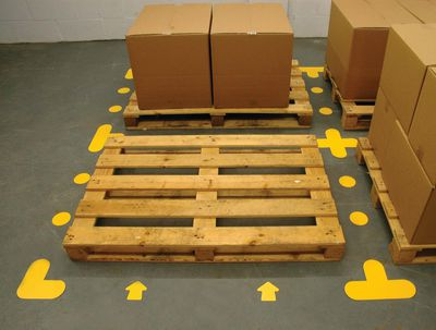 Stellplatzmarkierung mit Bodenmarkierungsformen