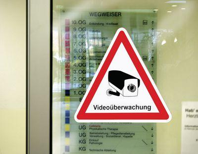 Wo müssen Videoüberwachung-Schilder angebracht werden?