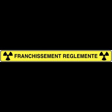 "Panneaux ""Danger matières radioactives ou radiations ionisantes"""