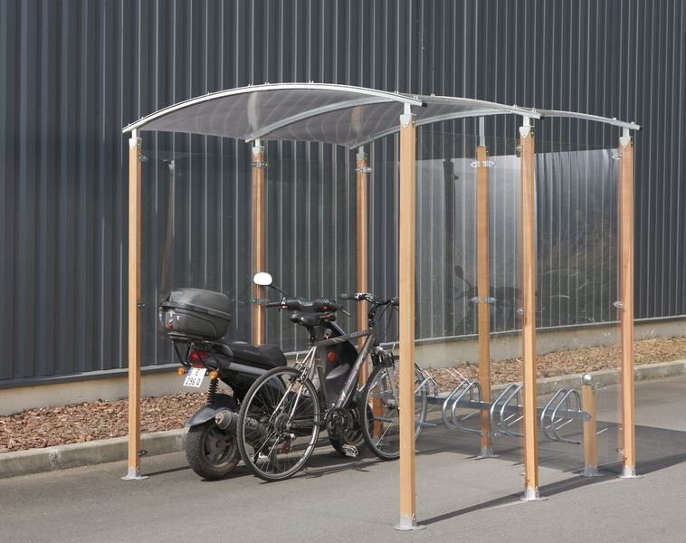 Abri vélos ou motos en matériaux naturels moderne