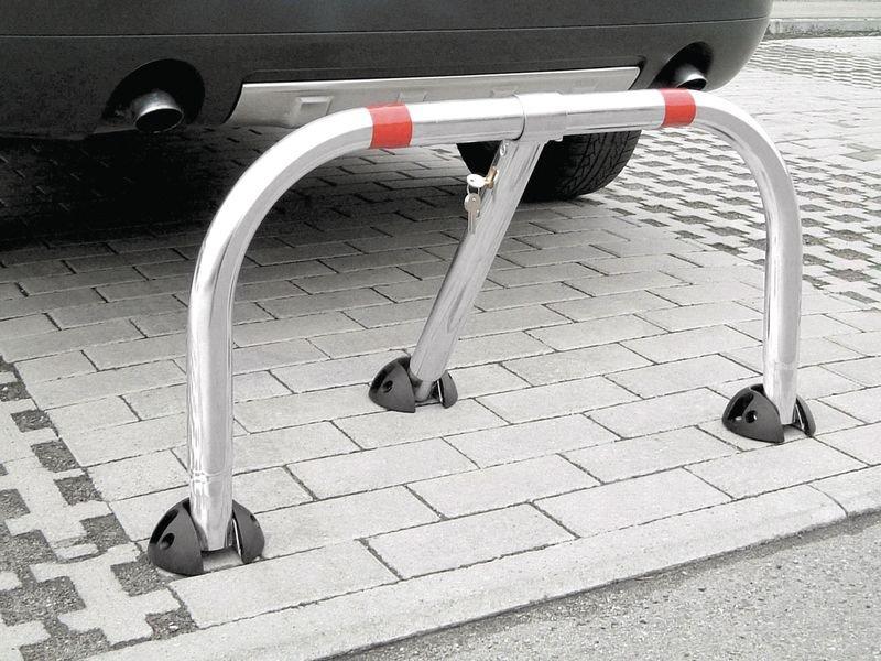 Barrière de parking avec calottes de protection