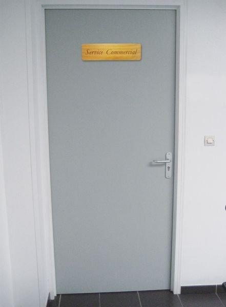 Plaques de porte gravées en bois personnalisées