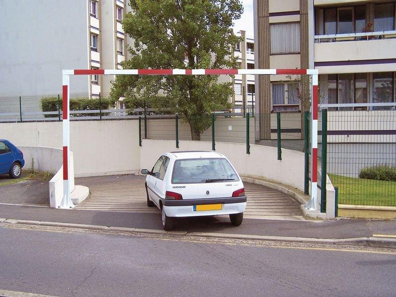 Portique de parking fixe réglable en hauteur et en largeur