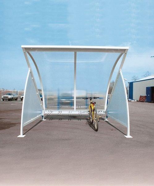 Abri vélos en forme de demi-lune au design futuriste