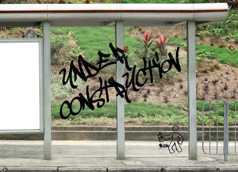 Film anti-graffitis adhésif pour vitres