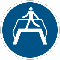 Panneaux et autocollants NF EN ISO 7010 Utiliser la passerelle - M023