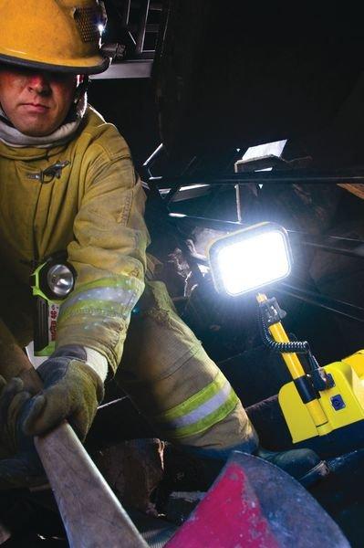 Lampe torche projecteur à 1 tête d'éclairage PELI™ - Seton
