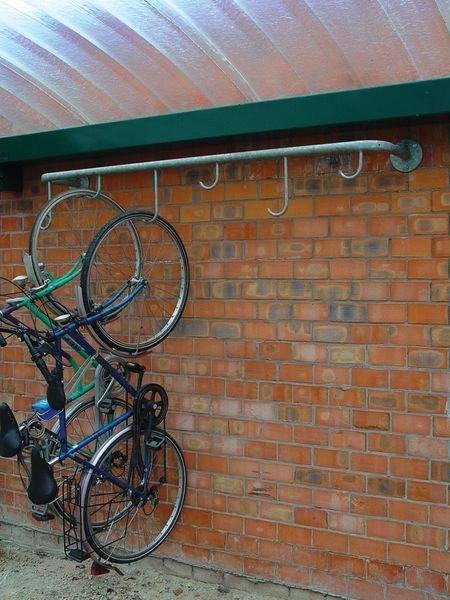 Range vélos mural pour suspension de 4 à 6 vélos