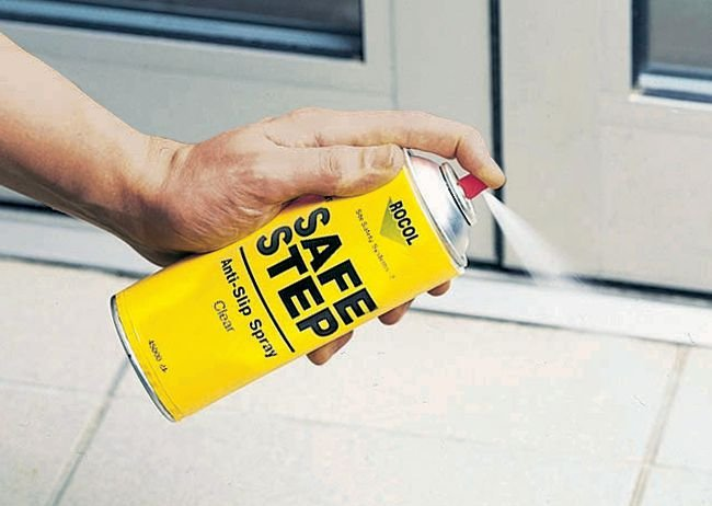 Antidérapant transparent en aérosol SafeStep pour trafic piétonnier léger - Peinture antidérapante