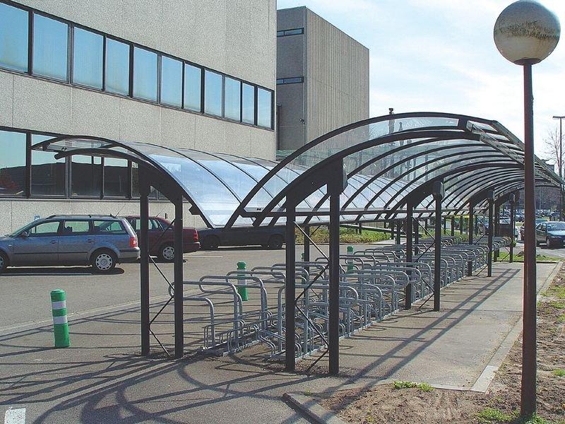 Abris vélos ou fumeurs de 4m avec toit arrondi en demi-lune