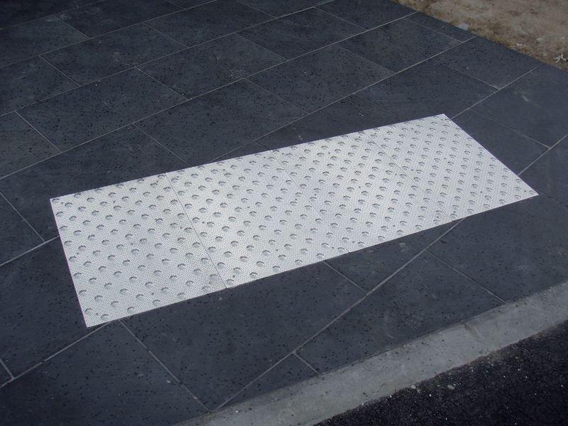 Dalles podotactiles en aluminium larmé pour l'extérieur - Seton