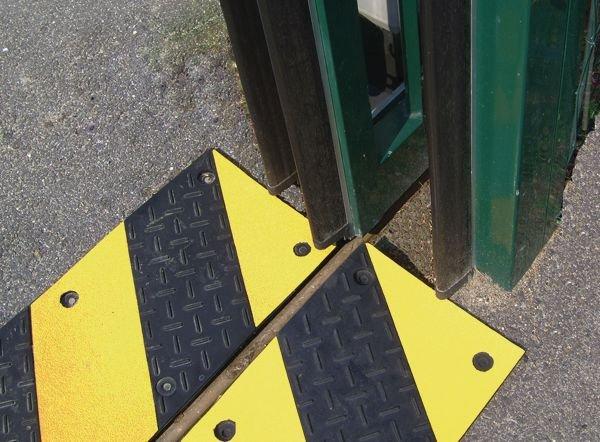 Marquage au sol pour porte automatique en caoutchouc noir et jaune - Méthode LEAN de marquage au sol