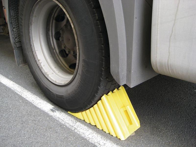 Cale de roue en plastique jaune - Seton