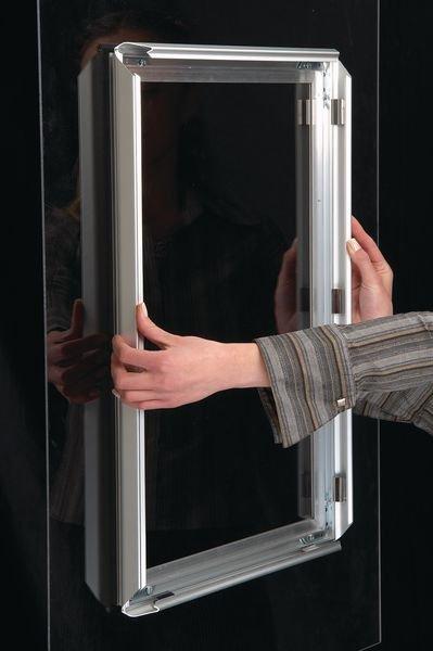 Porte-affiches pour vitres avec cadre clic auto-adhésif en aluminium